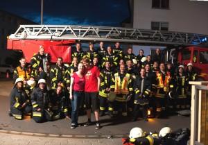 Das Brautpaar mit den Kameraden der Feuerwehr Rembrücken nach der Übung