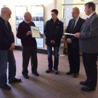 Übergabe der Unterschriftenlisten Biogasanlage