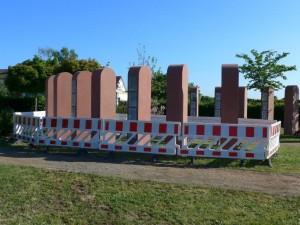 Neue Stelen am Friedhof